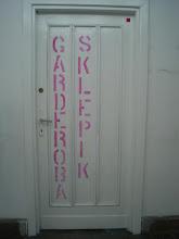 Photo: drzwi prowadzące do garderoby sklepiku i małej kawiarenki