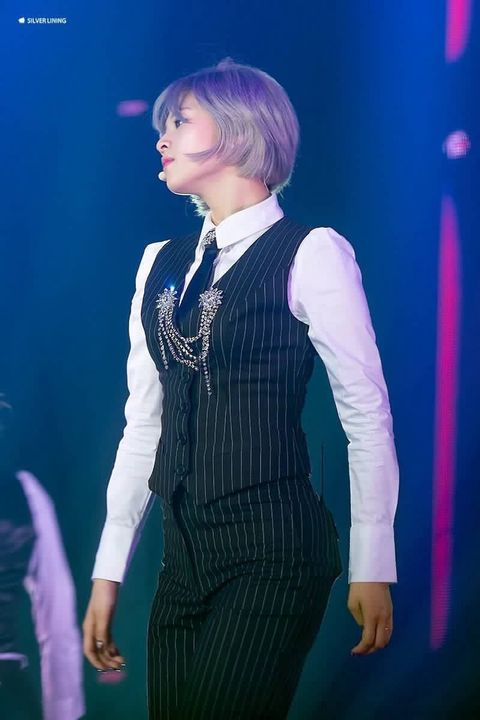 jeongyeon suit 21