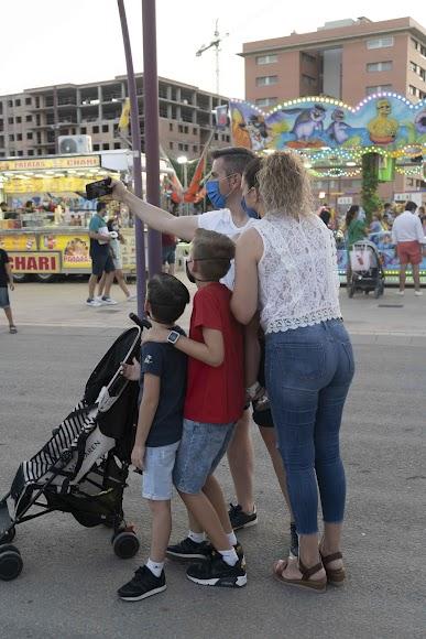 Una familia quiso retratar en un 'selfie' el último día de 'No-Feria'
