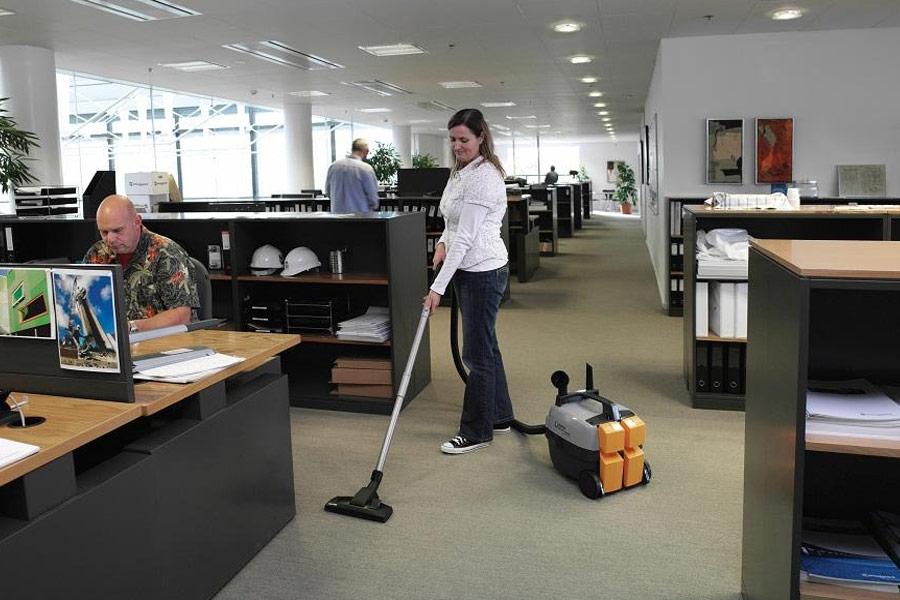 Sử dụng dịch vụ vệ sinh văn phòng từ các đơn vị chuyên nghiệp
