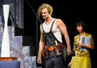 Photo: Wien/ Kammerspiele: DER NACKTE WAHNSINN von Michael Freyn. Inszenierung: Folke Braband. Premiere 14.10.2015. Martin Niedermair, Eva Mayer. Copyright: Barbara Zeininger