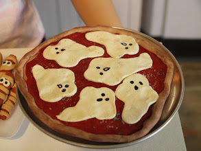 Photo: Ghost cheese pizza