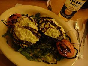 Photo: Že navštívíme vegetariánskou hospodu. Samozřejmě jsme se spálili. Plněný avokádo sýrovo smetanovou směsí. Nedalo se to žrát.
