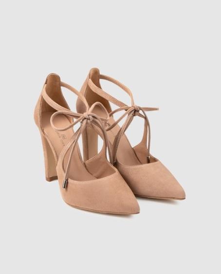 Zapatos de salón de mujer Gloria Ortiz en ante natural con adorno de cordones