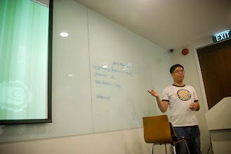 Photo: Jepy presenting Linux interfaces