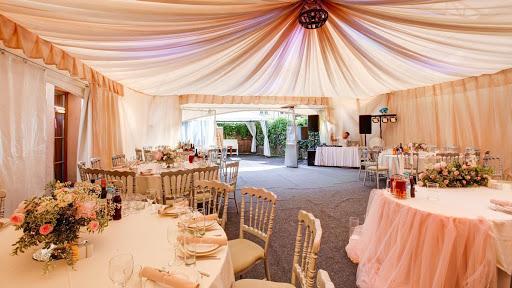 Летний шатер в ресторане Садовое кольцо для свадьбы