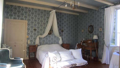 double romantic bedroom for 2 guests at le clos de la garenne 17700 puyravault