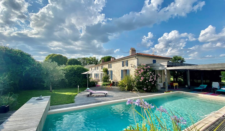 Maison avec piscine et terrasse Cozes