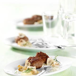 Mini-Frikadellen in Champignon-Gurken-Sauce