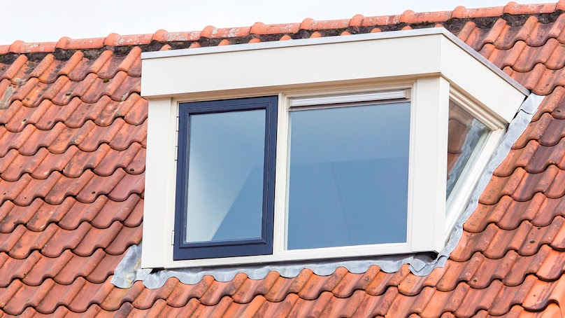 Jaką rolę pełni podkład pod pokrycie dachowe?