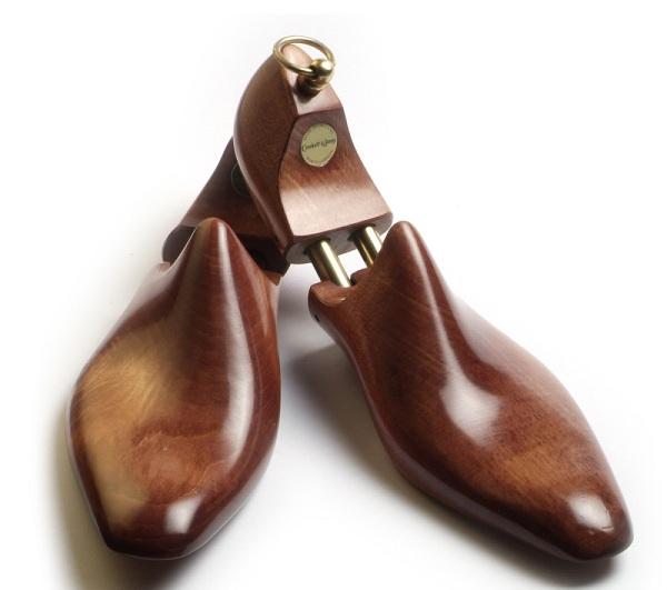 Làm gì để giữ dáng cho đôi giày da nam không bị biến dạng?