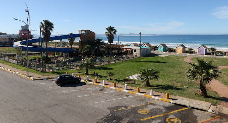 Holiday town Jeffreys Bay was subject to Covid-19 beach closures during the festive season. The Tourism Business Council of SA says reports by Statistics SA showing a decline in tourist numbers and the loss in income for the tourist accommodation industry comes as no surprise.