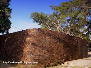 Photo: Benteng Sombaopu, dibangun pada tahun 1525. Lokasi : Desa Sombaopu, Kecamatan Barombong, Kab.Gowa, Indonesia. http://nurkasim49.blogspot.nl/2011/12/i.html