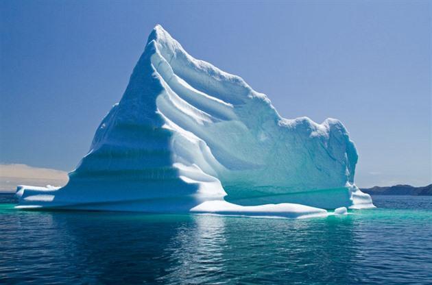 Ač se ledovce plaví ve slaném moři, obsahují až 75% sladké vody na Zemi. Z toho...