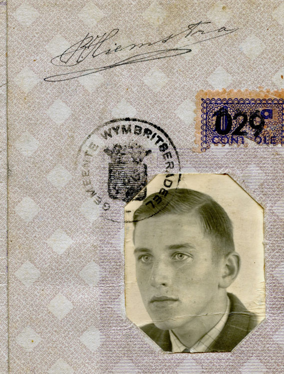 Ray's Dutch passport, issued in 1941