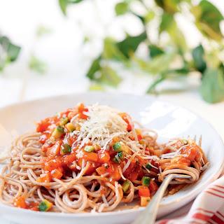Vollkornspaghetti mit würzigem Gemüsesugo