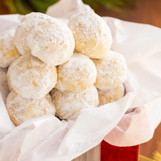 Almond Snowball Cookies (VIDEO).