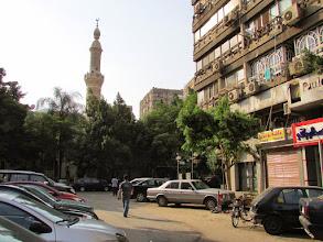 Photo: al final de la calle, una mezquita, una de miles, que me sirvió como refrencia los primeros días