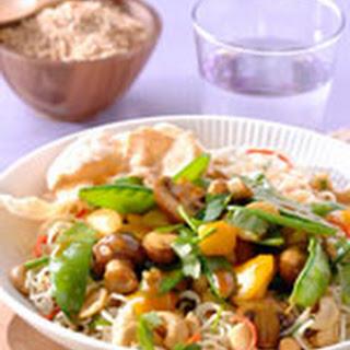 Noedels met Chinese Sweet & Sour groenten en cashewnoten