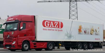 Photo: NEW ACTROS from Stuttgart  ---> www.truck-pics.eu