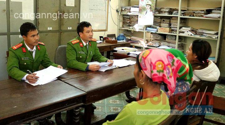 Công an huyện Kỳ Sơn đấu tranh với các đối tượng mua bán bào thai qua biên giới