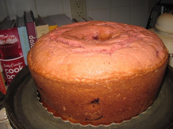 Glaze: Pour cream cheese frosting in microwavable bowl, microwave 1 minute, stir in extract...