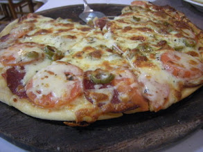 Photo: チャコ旅行 宿のレストランはピザが人気 きっと釜焼き