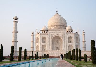 Un Diable Rouge s'ennuie et construit le Taj Mahal