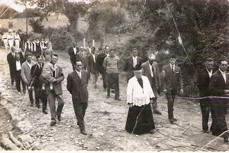 Photo: Procesión con el padre Angel.
