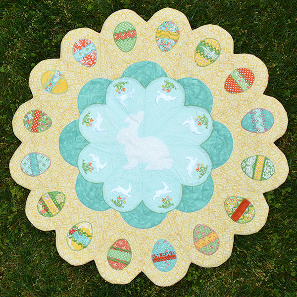 Download Easter Table Topper