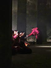 Photo: Bouddhistes en plein chant.