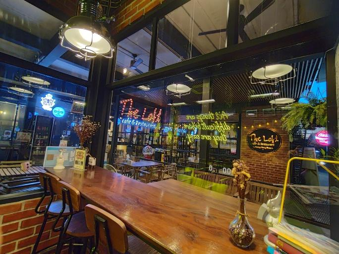 2. The Loft Coffee & Restaurant 03