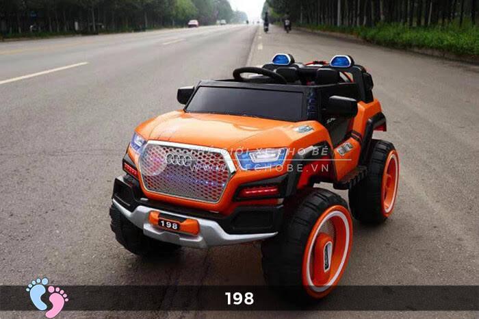 Siêu xe ô tô điện 4 động cơ 198 2