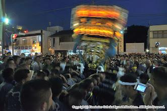 Photo: 【平成24年(2012) 本宮】  祭典本部前で激しく神輿もみ。
