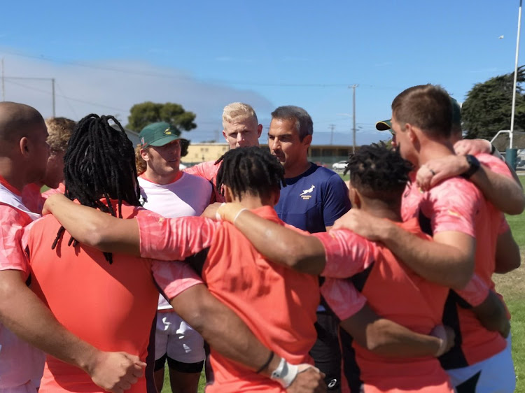 Springboks Sevens head coach Neil Powell chats to his players