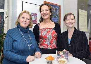 Photo: Künstlergespräch mit Stephanie HOUTZEEL am 17.10. 2016. Dr, RenateWagner, Stephaniw Houtzeel, Renate Publig/ Moderation. Copyright: Barbara Zeininger
