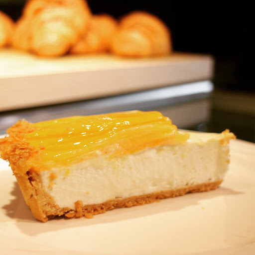 新甜點,芒果生乳酪塔。  現在打卡買一送一。到月底唷。