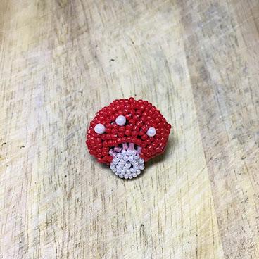 紅蘑菇胸針🍄  #bead#beading#handmade#hkdiy#handcraftf#craft#vsworkshop#手作り#ビーズ#hkhandmade#香港手作#刺繡