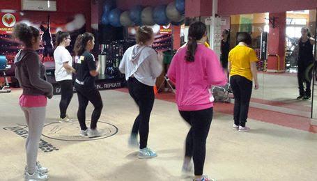 Menores do Lar das Crianças experimentam exercício físico em grupo