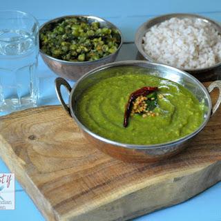 Keerai Moolagootal/ Mildly spiced spinach lentil coconut curry