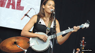 Photo: Rhiannon Giddens on my favourite instrument. Banjo time!
