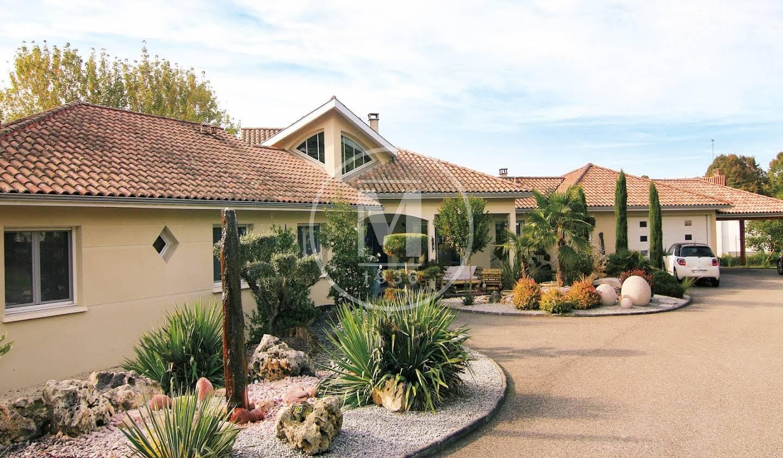 House with terrace Casteljaloux