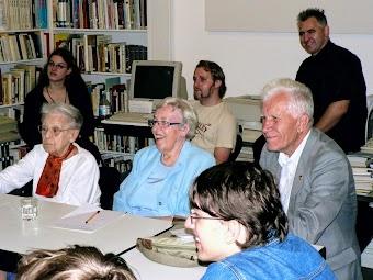 Henny Dreifuss zusammen mit Maria Wachter und Prof. Dr. Wladimir I. Naumov aus Moskau und Uwe Augustin von der Düsseldorfer Mahn- und Gedenkstätte.