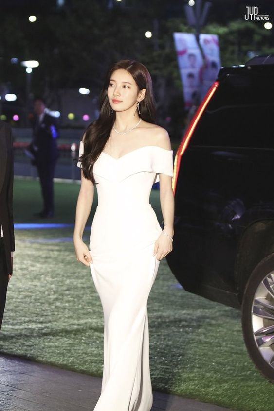 suzy gown 16