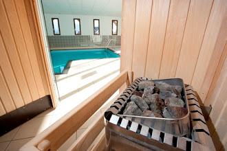 Photo: Espace détente avec piscine et sauna de la résidence