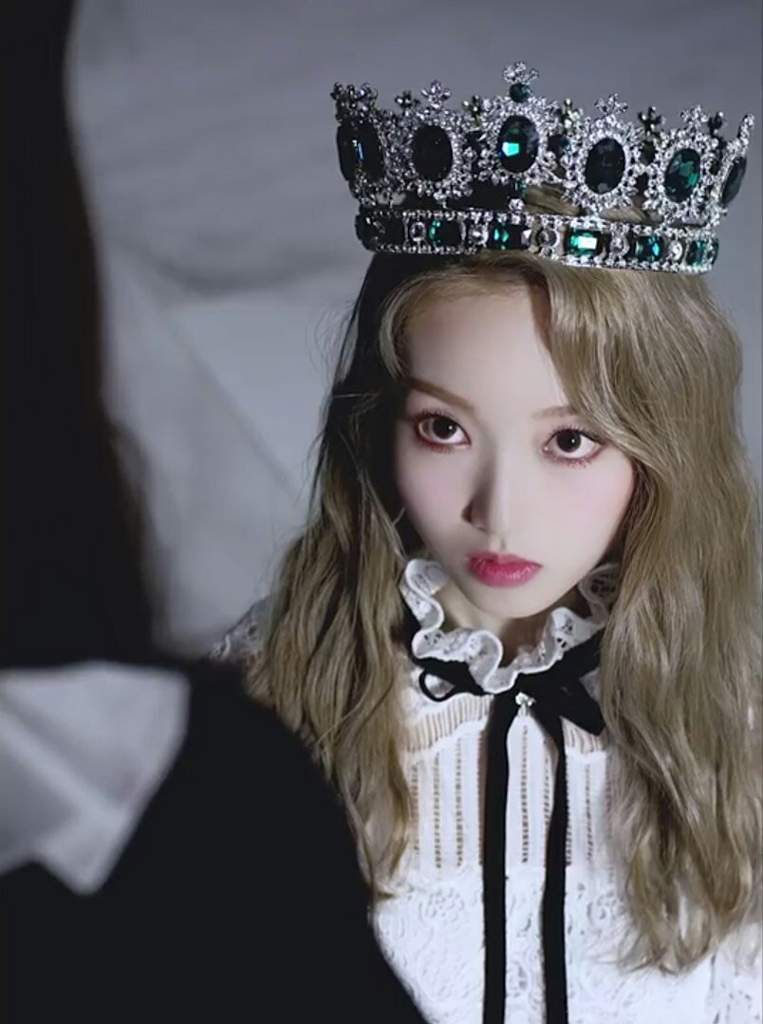 gowon crown 1
