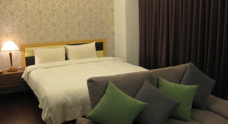 Champagne Hotel
