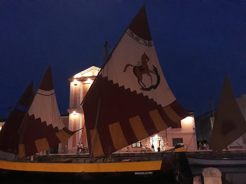 Luci nella notte al Porto Canale di Cesenatico  di Concas