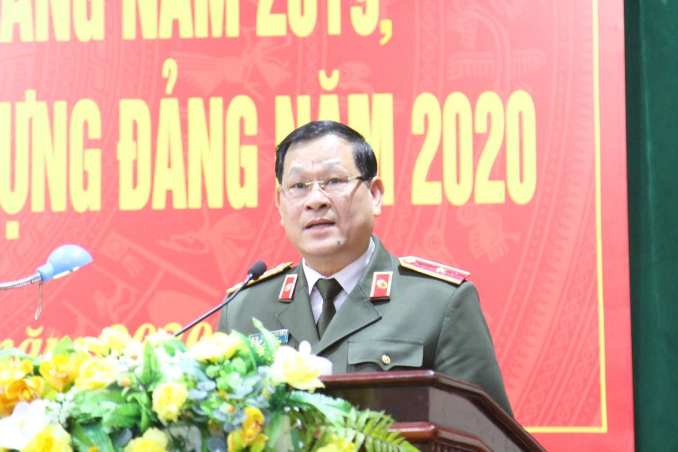 Đồng chí Thiếu tướng Nguyễn Hữu Cầu, Bí thư Đảng ủy, Giám đốc Công an tỉnh chỉ đạo Hội nghị