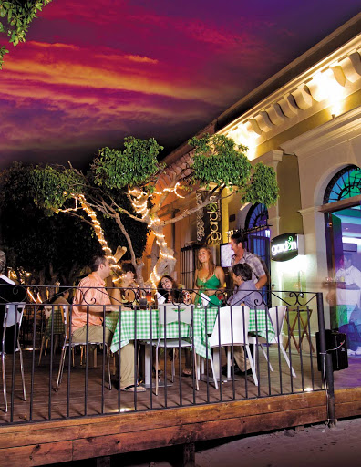 Plaza-Machado-Mazatlan.jpg - Located in the Centro Histórico of Mazatlan, Plazuela Machado offers many dining options.